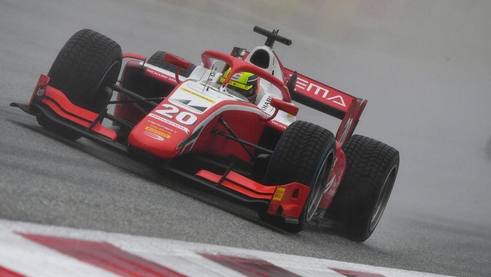 Mick Schumacher drehte in der Schlussphase des Rennens mächtig auf. - Bildquelle: Motorsport Images