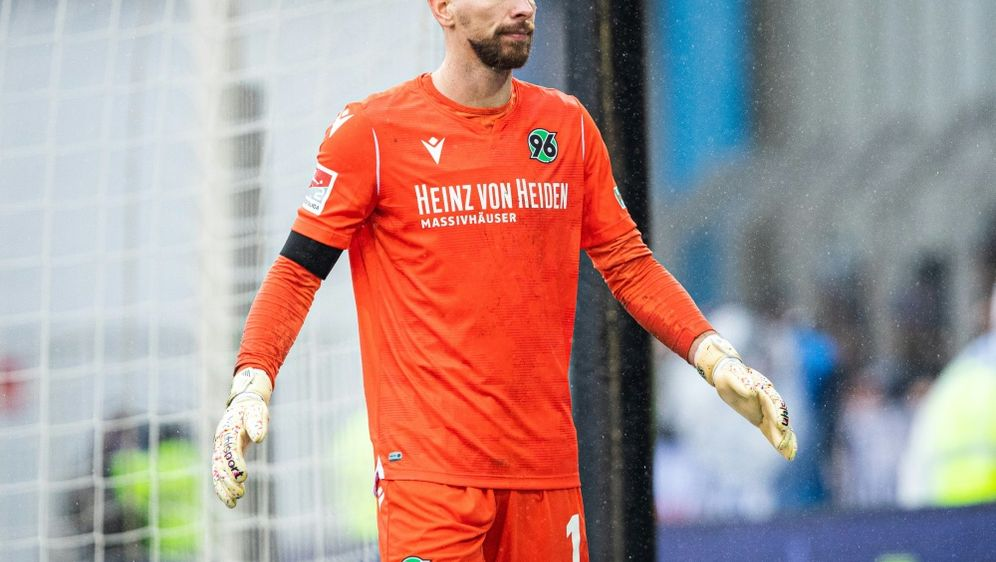 Torwart Zieler steht in Verhandlungen mit dem 1. FC Köln - Bildquelle: FIROFIROSID