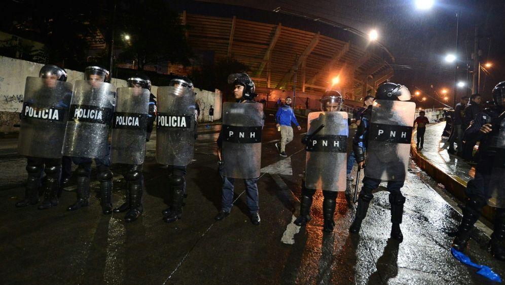 Bei den Ausschreitungen starben mindestens drei Menschen - Bildquelle: AFPSIDORLANDO SIERRA