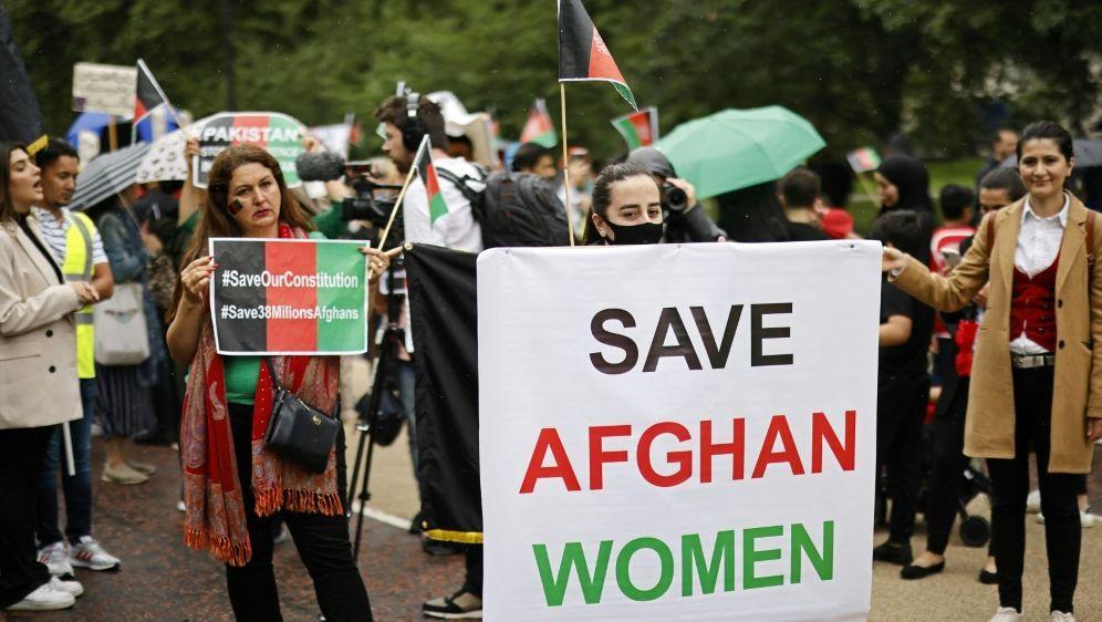 Proteste in London für den Schutz afghanischer Frauen - Bildquelle: AFPSIDTOLGA AKMEN