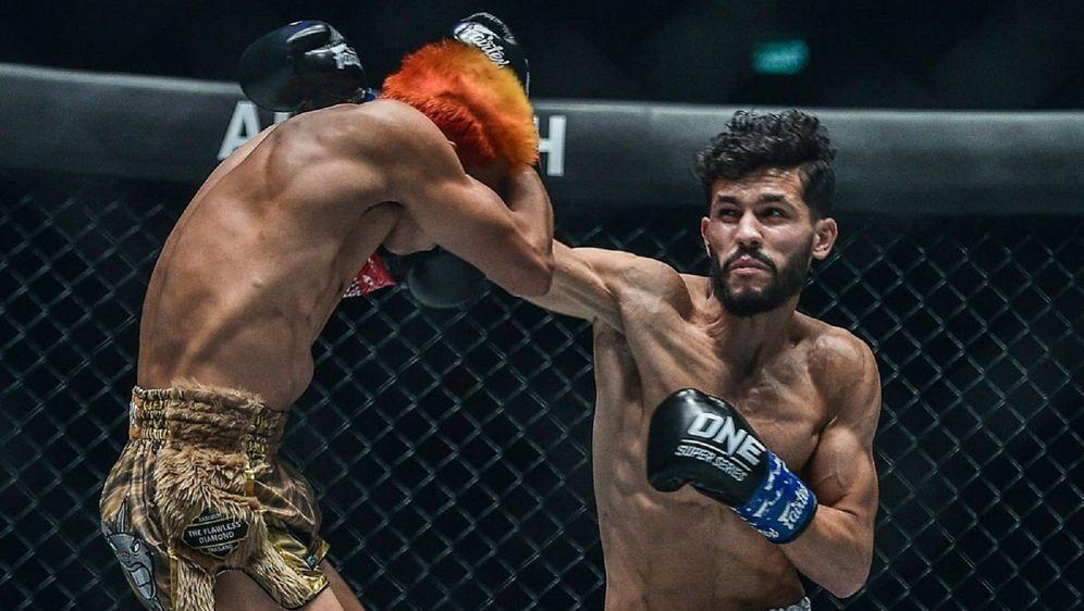 Ilias Ennahachi (re.) ist im Kickboxen der ONE-Champion im Fliegengewicht - Bildquelle: ONE Championship