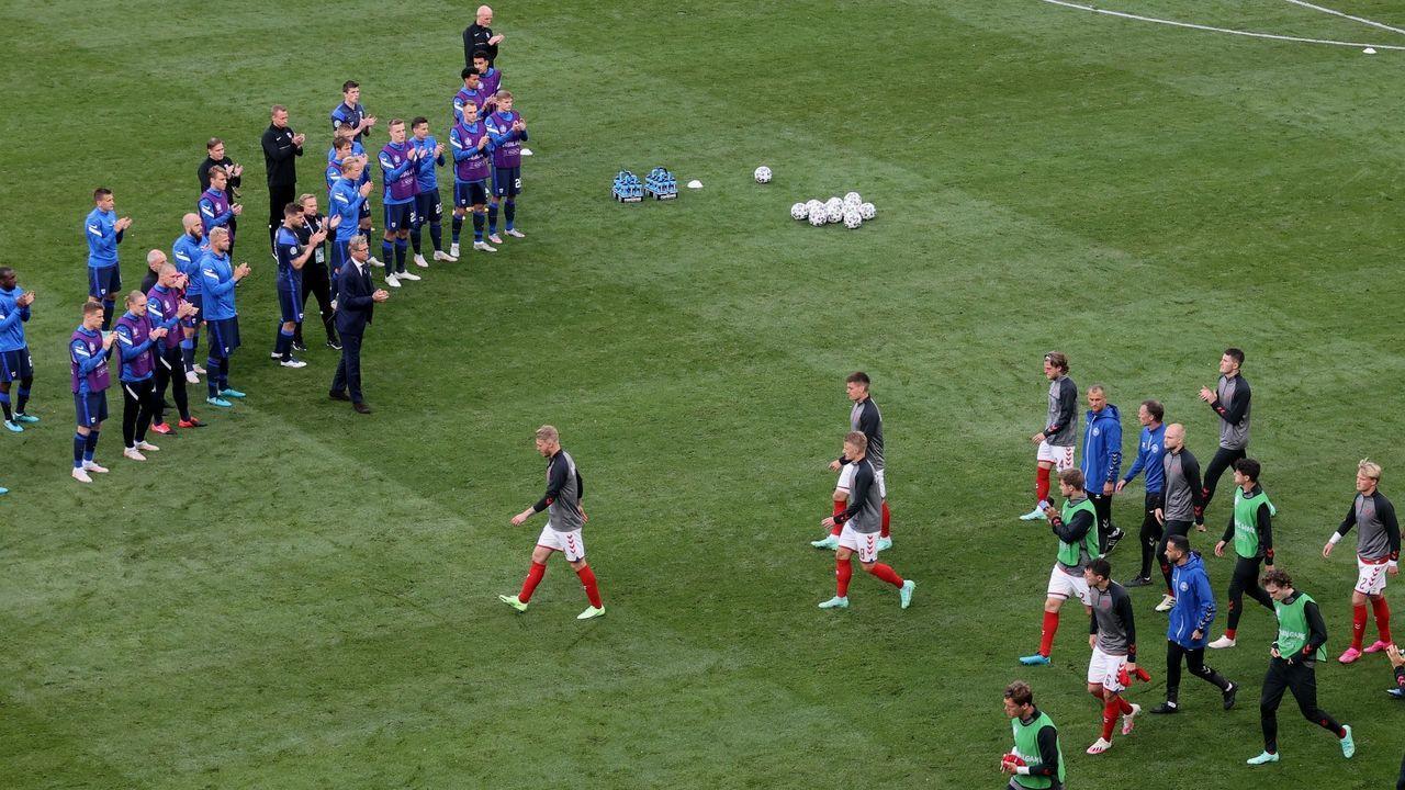 Finnen applaudieren den dänischen Spielern - Bildquelle: Getty