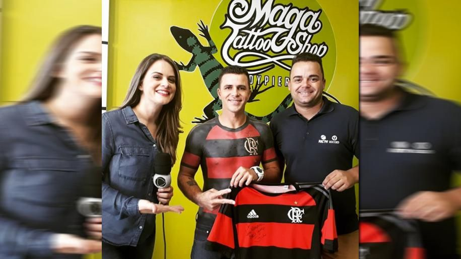 Flamengo-Anhänger lässt sich Trikot tätowieren - Bildquelle: Instagram/ mauricio.flamengo