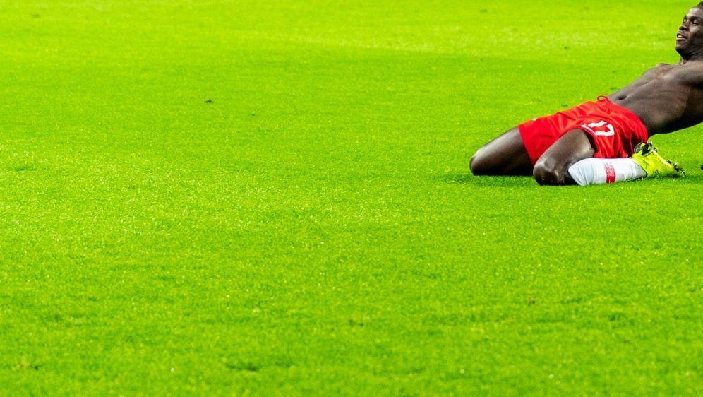 Bruma verletzt sich beim Testspiel gegen Istanbul - Bildquelle: AFPSIDROBERT MICHAEL