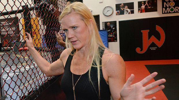 Sie kam über Aerobic zum Kampfsport - Bildquelle: imago/ZUMA Press