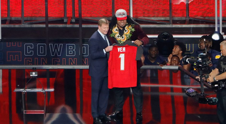 12. Pick - Tampa Bay Buccaneers: DT Vita Vea - Bildquelle: getty