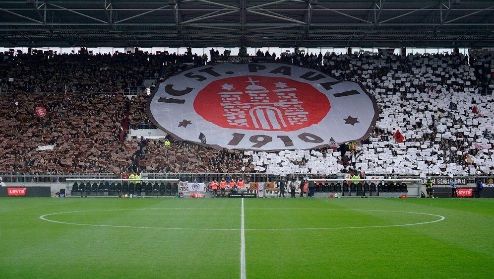 250 St. Pauli Fans wurden von der Polizei eingekesselt - Bildquelle: PIXATHLONPIXATHLONSID