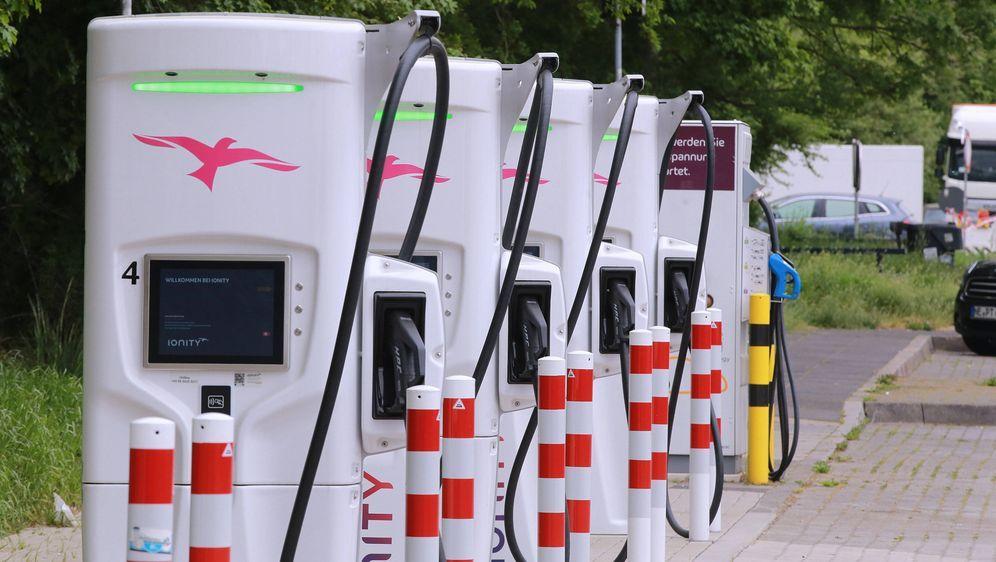 Das Strom tanken bleibt in Deutschland ein Abenteuer. - Bildquelle: imago images/Cord