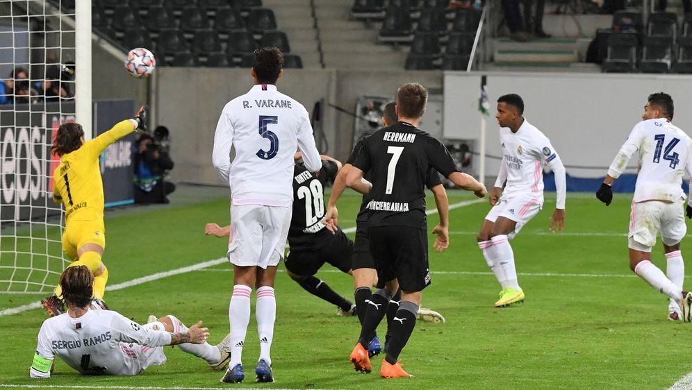 Deja-vu gegen Real Madrid: Die Borussia kassiert erneut den späten Ausgleich - Bildquelle: imago