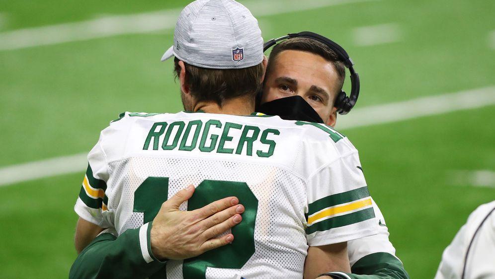 So innig ging es in der vergangenen Saison noch zu: Aaron Rodgers (l.) und H... - Bildquelle: Getty Images