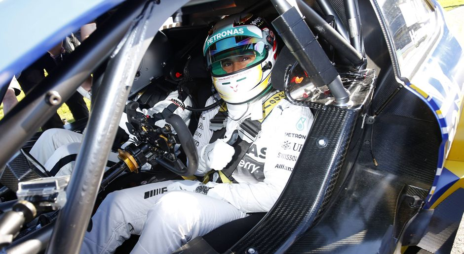 Lewis Hamilton - Bildquelle: imago/HochZwei