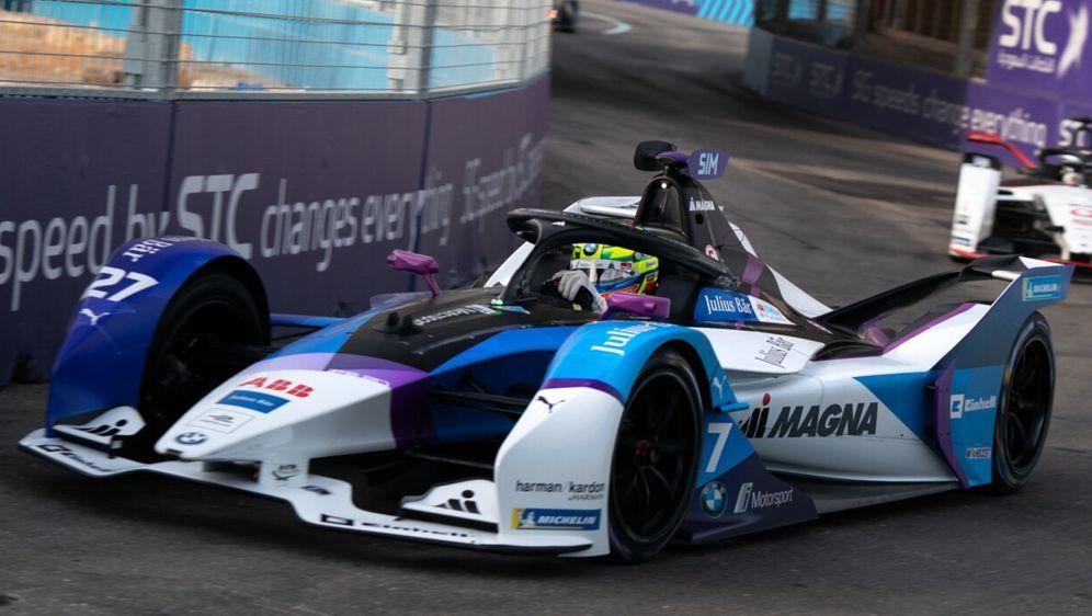 Wie am Freitag ging auch am Samstag die Pole von Riad zu BMW-Pilot Alexander... - Bildquelle: LAT