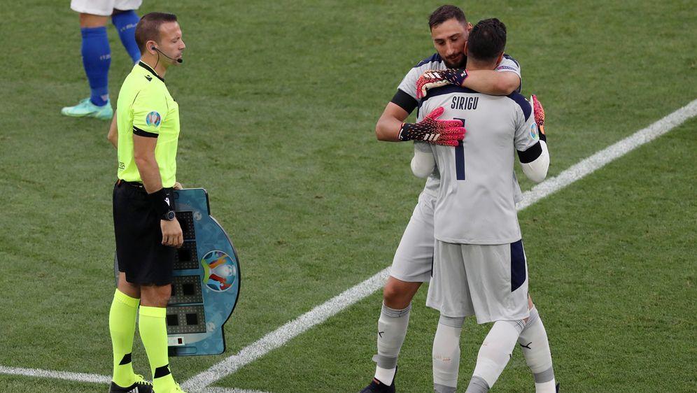Ersatztorhüter Salvatore Sirigu durfte gegen Wales für einige Minuten mitwir... - Bildquelle: imago images/Sportimage