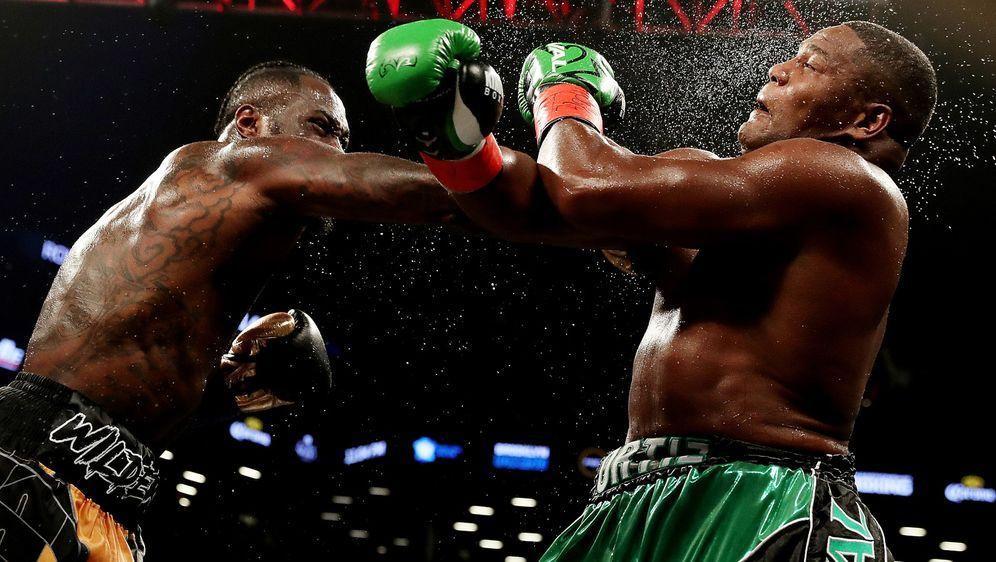 Deontay Wilder (li.) und Luis Ortiz stehen sich ein zweites Mal gegenüber. - Bildquelle: Getty Images