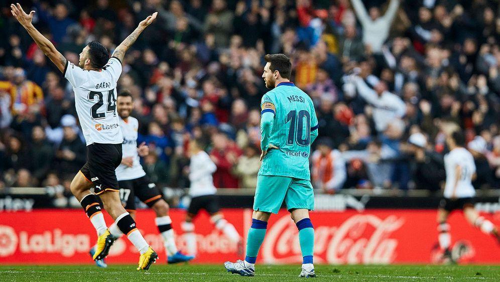 Der FC Barcelona verliert überraschend gegen den FC Valencia und könnte die ... - Bildquelle: imago images/Action Plus