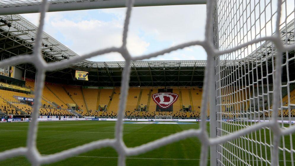 Dynamo Dresden landete vergangene Saison auf Rang 18 - Bildquelle: FIROFIROSID