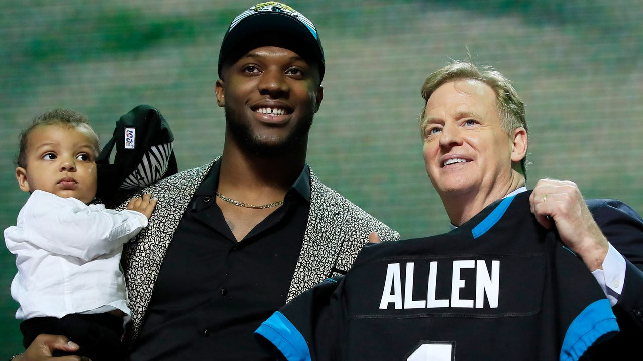 7. Pick - Jacksonville Jaguars: LB Josh Allen (Kentucky) - Bildquelle: 2019 Getty Images