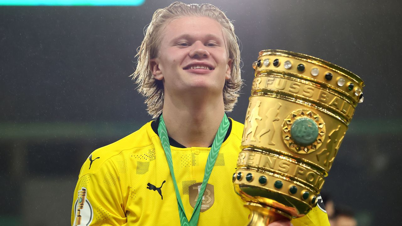 Der Golden Boy mit dem goldenen Pokal - Bildquelle: 2021 Getty Images