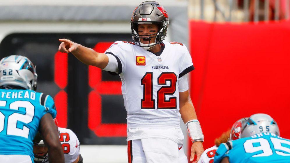 Tom Brady führt die Tampa Bay Buccaneers gegen die Carolina Panthers zum ers... - Bildquelle: 2020 Getty Images