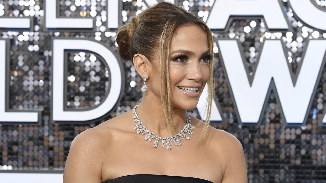 J.Lo zeigt ihren Hintern  - Bildquelle: Getty