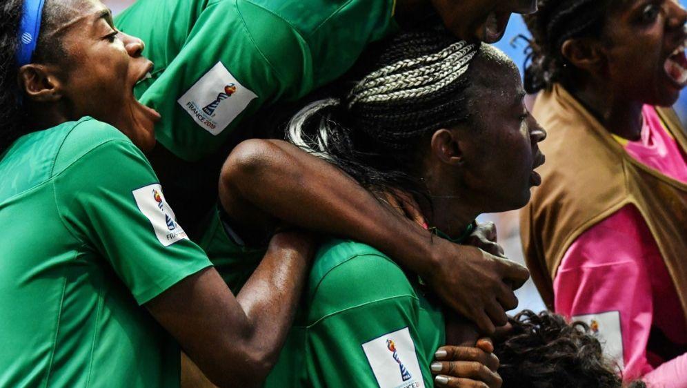 Kamerun jubelt über das Achtelfinale bei der Frauen-WM - Bildquelle: AFPSIDPASCAL GUYOT