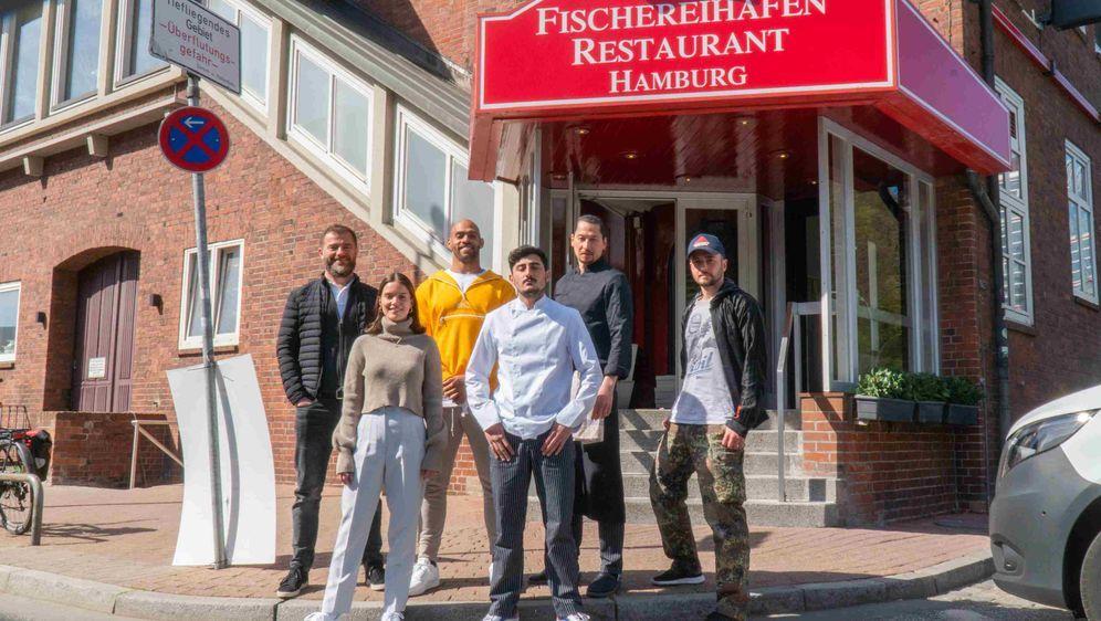 """Der Cast der neuen Football-Serie """"Food-Balls"""" mit Kasim Edebali. - Bildquelle: Timo Schwarz"""