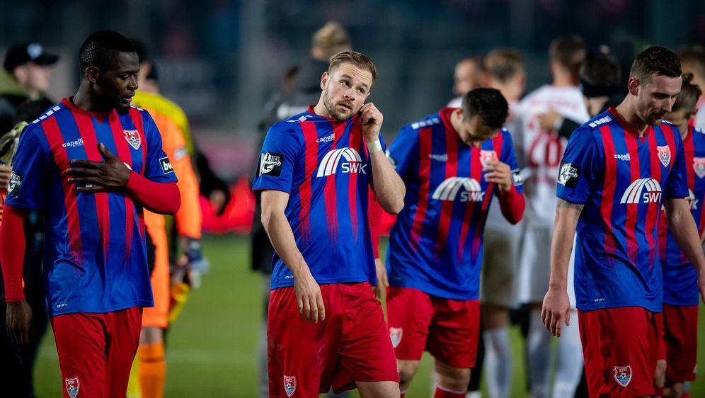 Der ambitonierte Aufsteiger Uerdingen droht den Aufstieg in die 2.Bundesliga... - Bildquelle: Getty