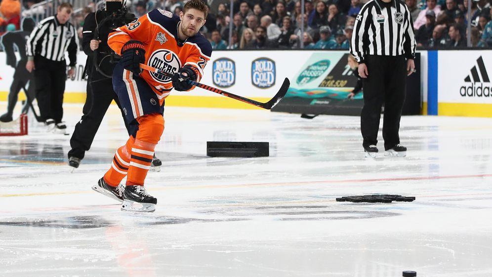 Leon Draisaitl steht kurz davor, die 100-Scorerpunkte-Marke in der NHL zu kn... - Bildquelle: Getty