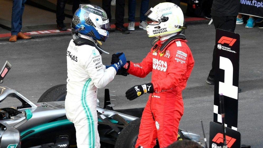 Hat den Titel nicht abgeschrieben: Sebastian Vettel (r.) - Bildquelle: AFPAFPAlexander NEMENOV
