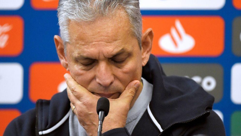 Trainer Reinaldo Rueda schickt seine Spieler nach Hause - Bildquelle: AFPAFPJOSE JORDAN