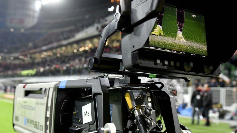 Die DFL verhandelt mit TV-Rechteinhaber Sky - Bildquelle: pixathlonpixathlonSID