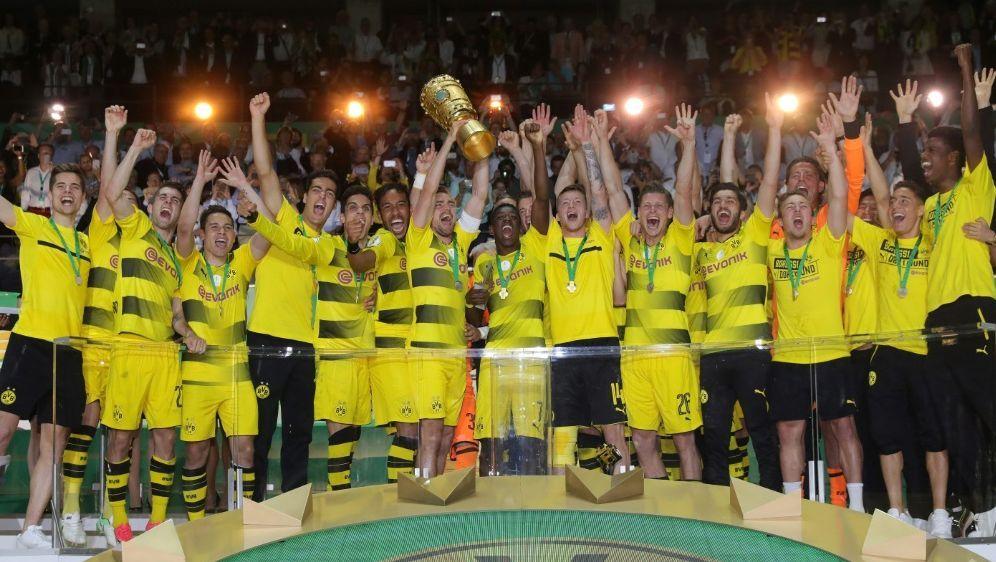 Fan-Mehrheit wünscht sich Pokal-Erfolg des BVB - Bildquelle: FIROFIROSID