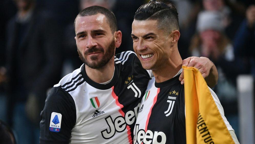Ronaldo und Co. verzichten wohl auf Teile ihres Gehalts - Bildquelle: AFPSIDMARCO BERTORELLO