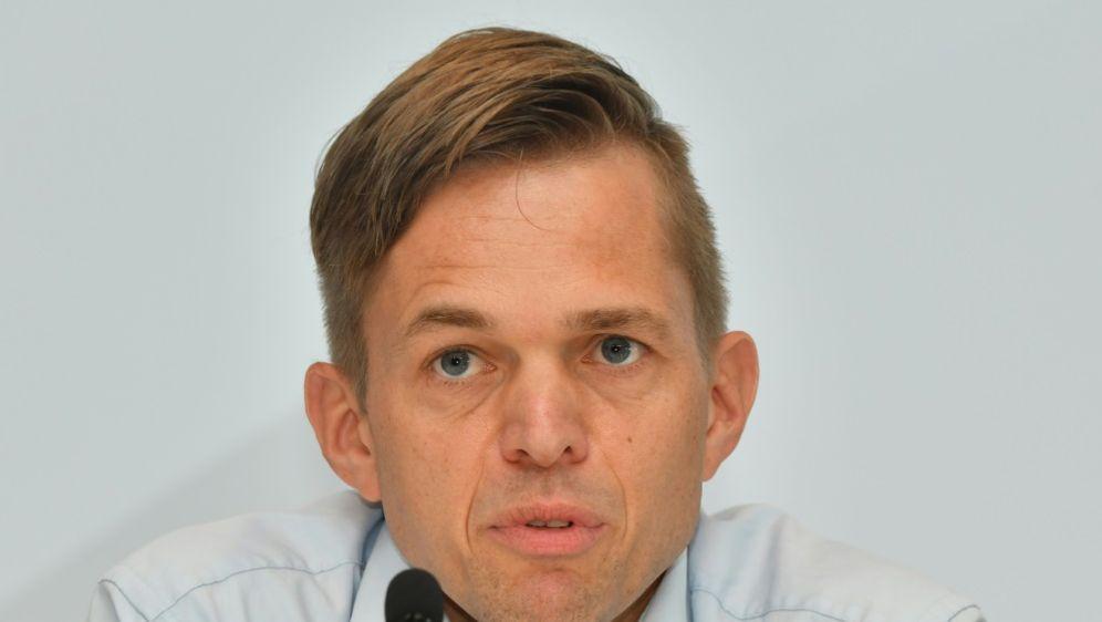 Jochen Drees zu kurioser Elfmeterszene in Kiel - Bildquelle: AFPSIDINA FASSBENDER
