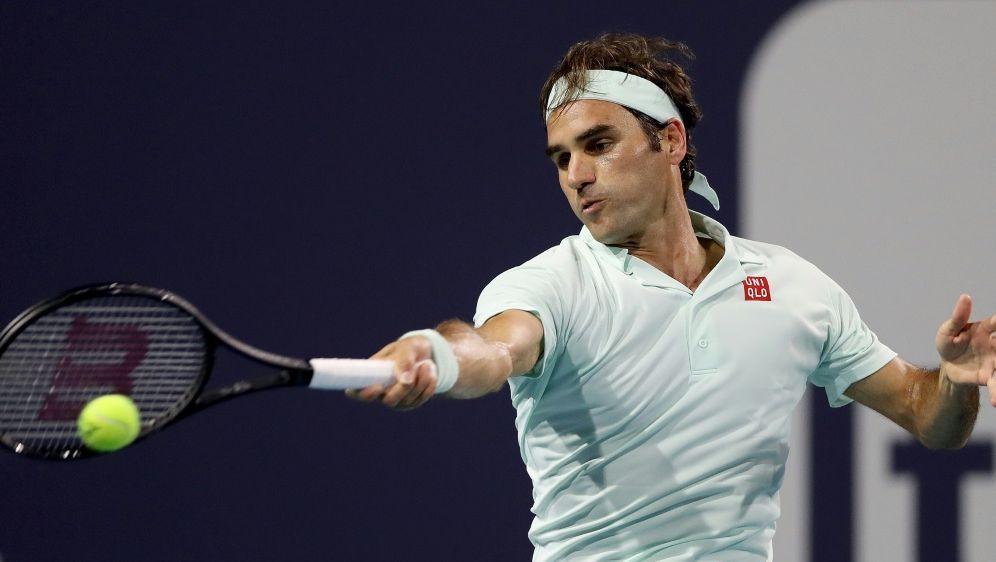 Roger Federer lässt Teenie Shapovalov keine Chance - Bildquelle: AFPGETTY SID