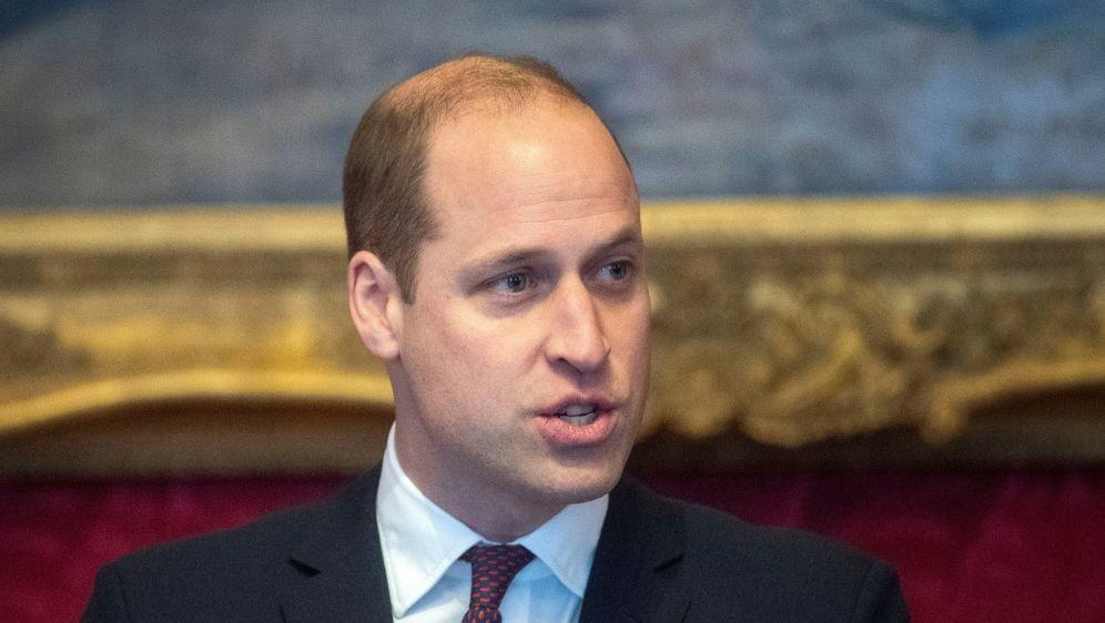 Prinz William teilt die Sorgen der Fußball-Fans - Bildquelle: AFPPOOLSIDVICTORIA JONES