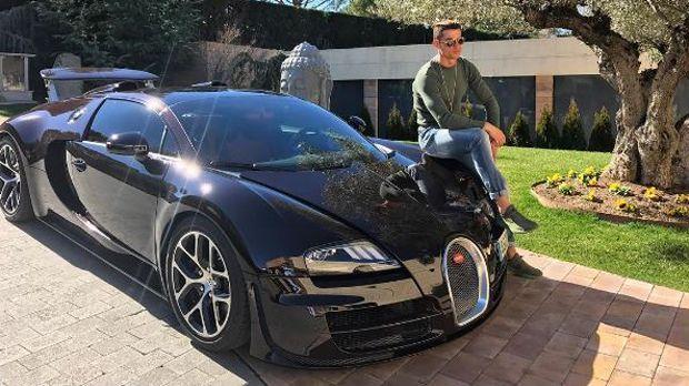 CR7 und sein Bugatti - Bildquelle: facebook.com/Cristiano