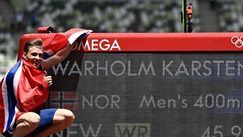 Karsten Warholm feiert seinen Weltrekord im Hürdenlauf - Bildquelle: AFPSIDJEWEL SAMAD