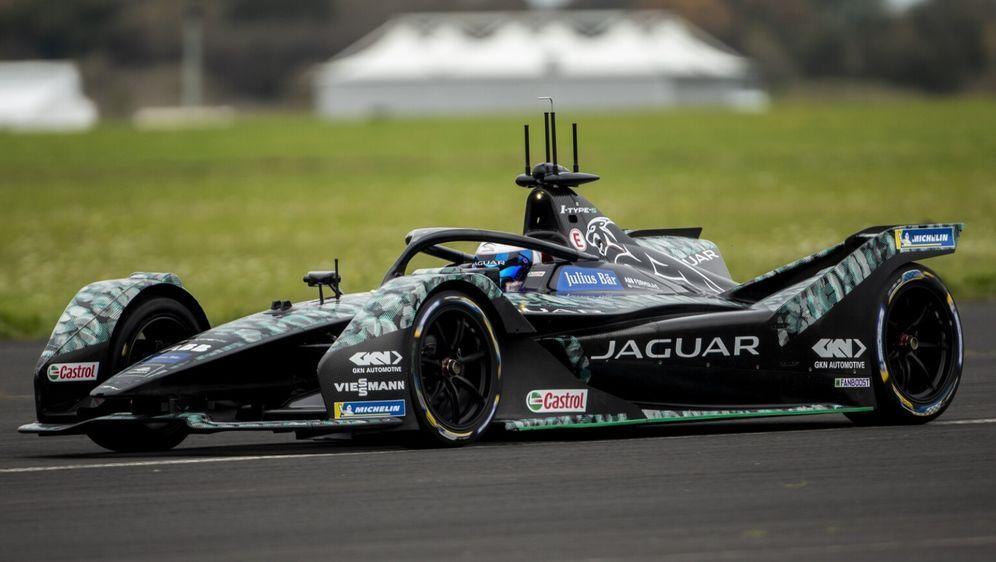 Sam Bird drehte die ersten Runden in seinem neuen Jaguar-Boliden. - Bildquelle: Jaguar
