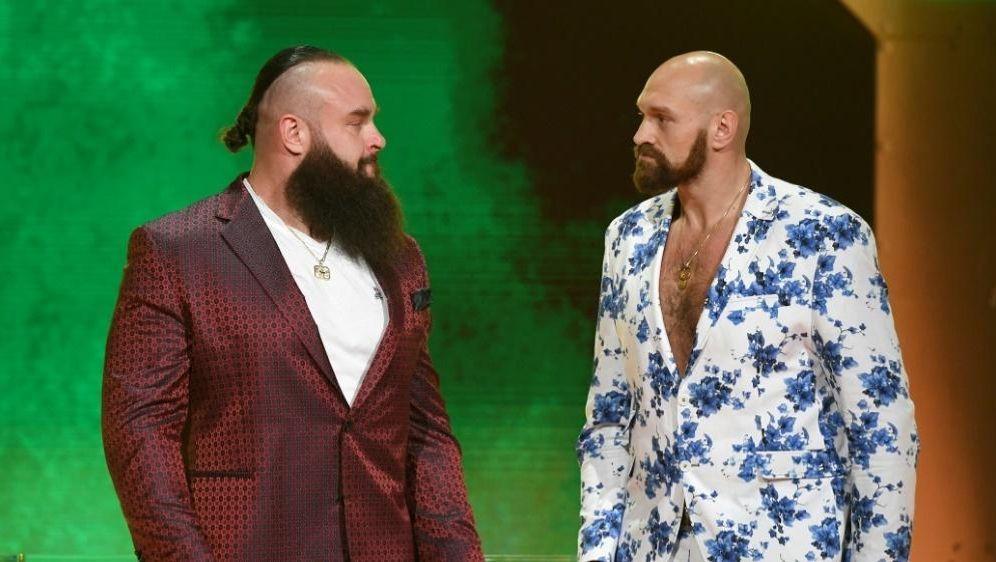 Fury (r.) steigt gegen Strowman in den Wrestling-Ring - Bildquelle: GETTY IMAGES NORTH AMERICAGETTY IMAGES NORTH AMERICASIDEthan Miller