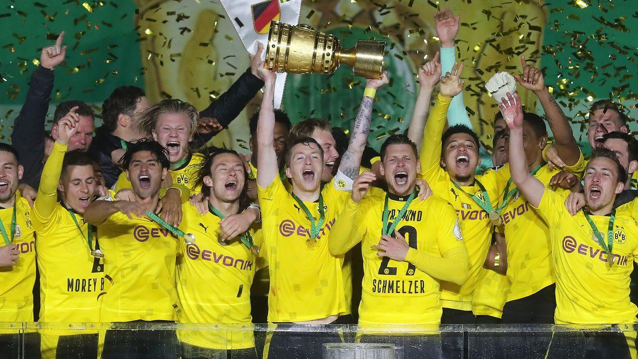 Da ist der Pott! Der BVB holt den DFB-Pokal - Bildquelle: 2021 Getty Images