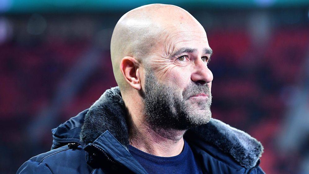 Peter Bosz hofft auf ein gutes Ergebnis gegen den BVB - Bildquelle: imago