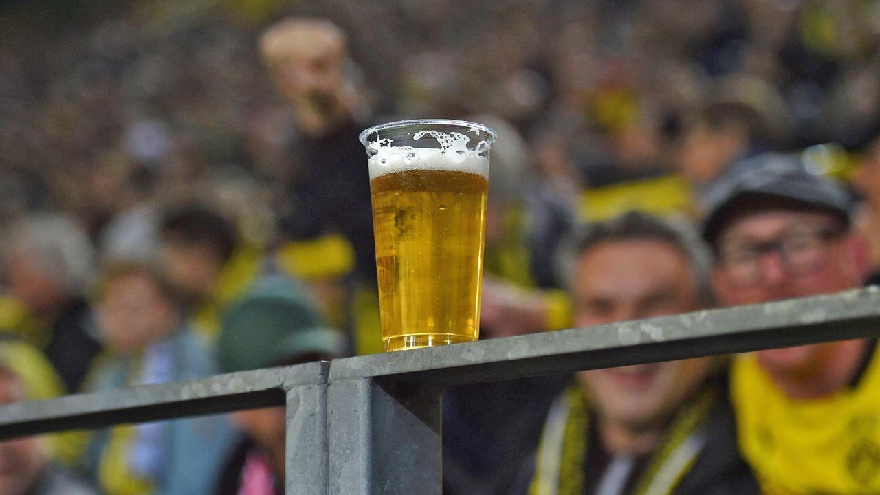 Preise für Bier und Snacks - Bildquelle: imago
