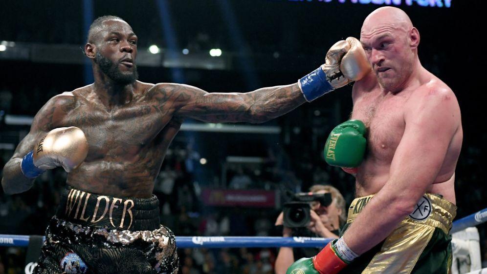 Deontay Wilder (l.) will den Rückkampf gegen Tyson Fury - Bildquelle: GETTY IMAGES NORTH AMERICAGETTY IMAGES NORTH AMERICASIDHarry How