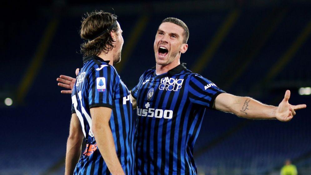 Bergamos Gosens (r.) trifft im Spiel gegen Parma - Bildquelle: FIROFIROSID