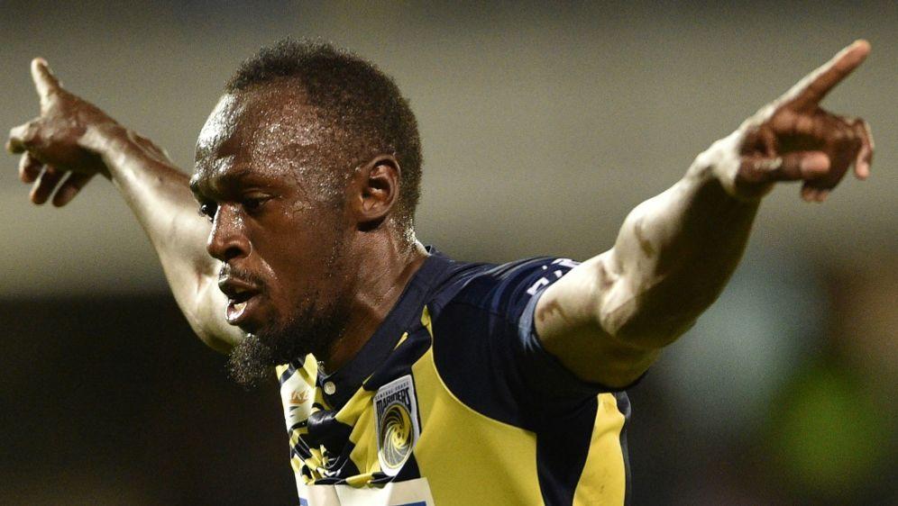 Usain Bolt feiert seinen Doppelpack - Bildquelle: AFPSIDPETER PARKS
