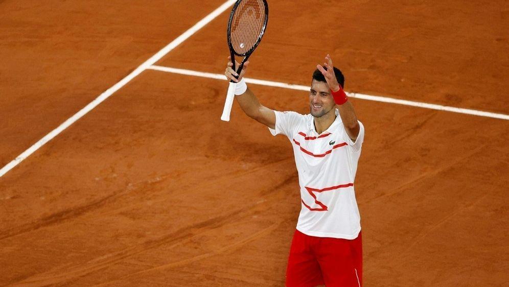 Novak Djokovic zieht problemlos in die zweite Runde ein - Bildquelle: AFPSIDTHOMAS SAMSON