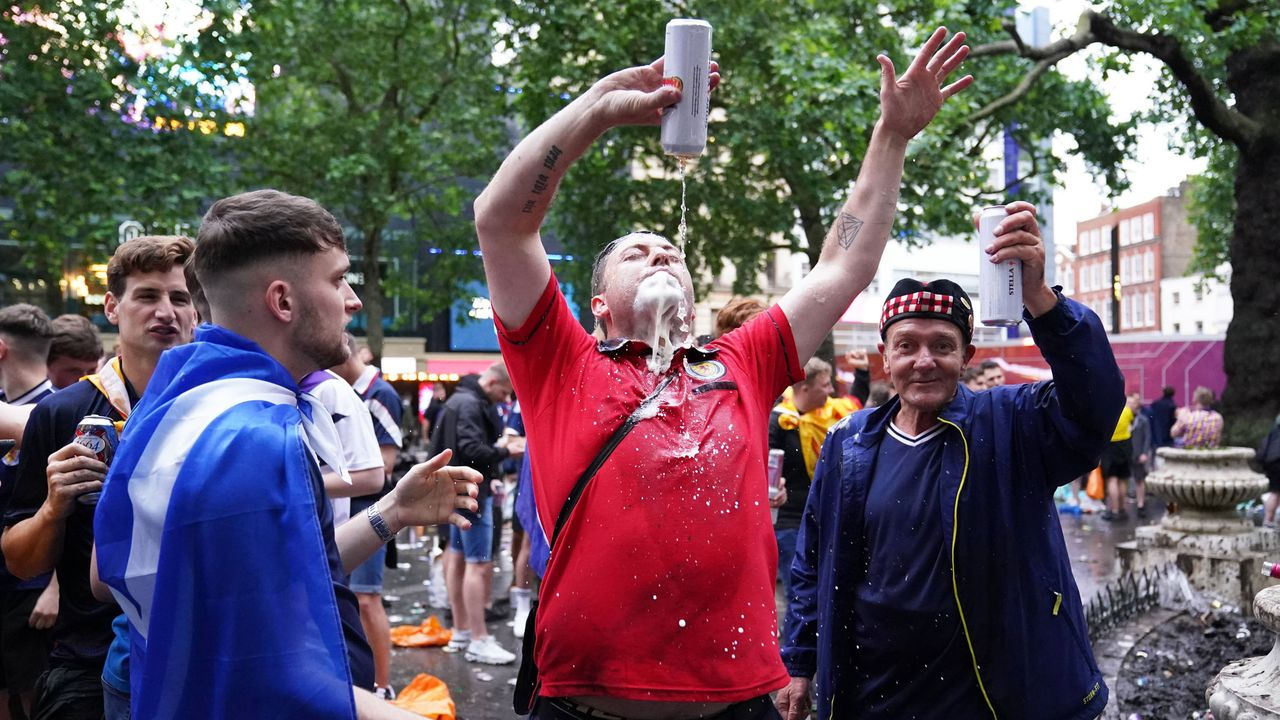 """Battle of Britain"" - So verrückt feierten die Fans - Bildquelle: imago images/PA Images"