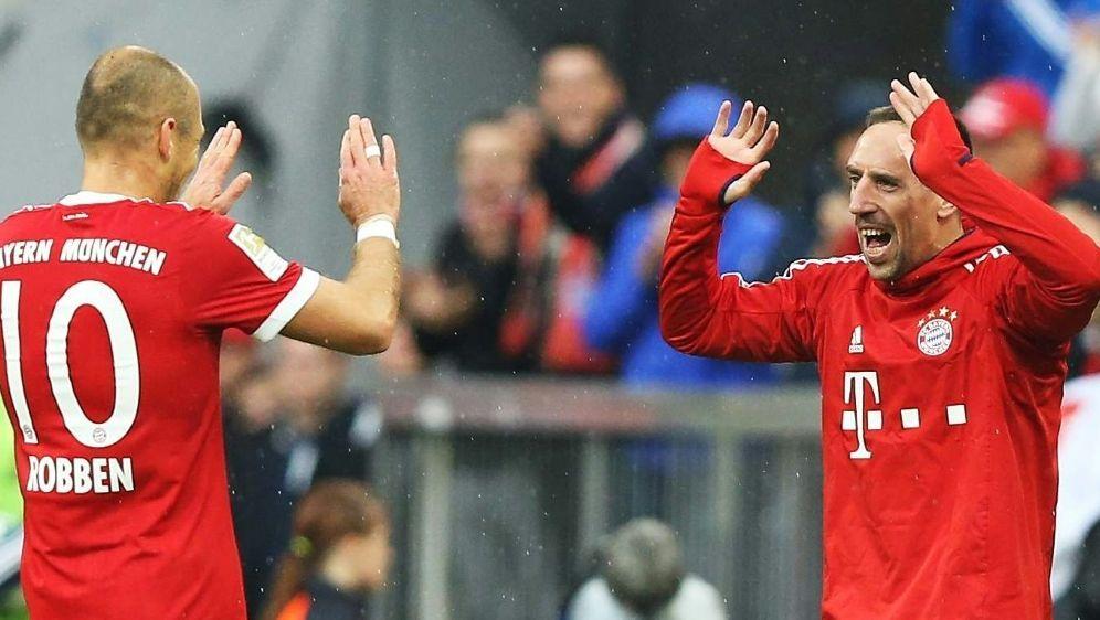 Robben (li.) und Ribery sitzen zu Beginn auf der Bank - Bildquelle: FiroFiroSID