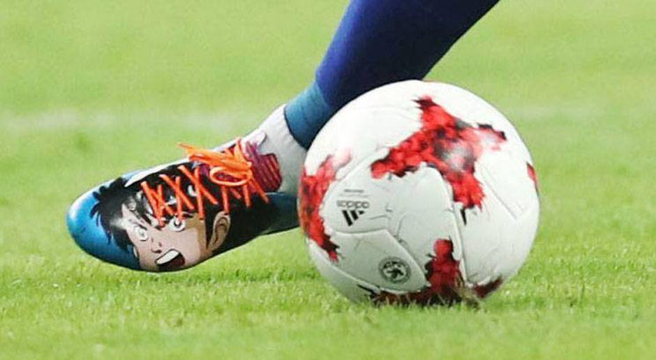 Podolski kickt in Tsubasa-Schuhen - Bildquelle: imago/Kyodo News